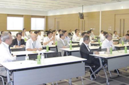 三井住友海上保険会社での研修の様子